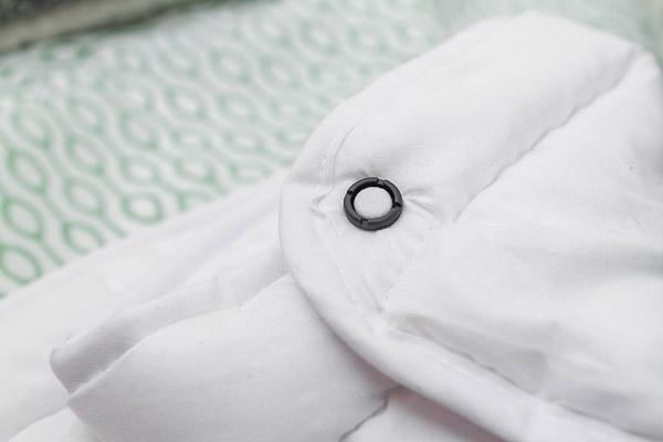 Steppdecke mit einem ClickClix L Knopf in Schwarz